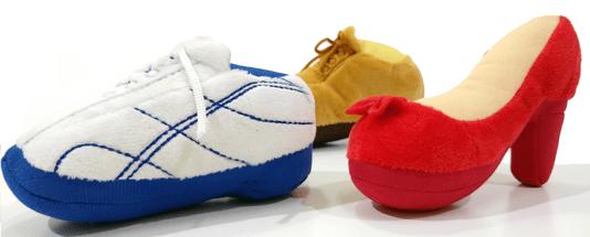 Brinquedo Cães Pelúcia Apito Sapatos Tênis Shoes 3 unidades