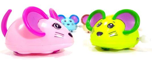 Kit 6 Brinquedos Gatos Modelo Ratinho Animado com Corda